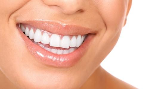 Эксперты рассказали, как осветлить зубы в домашних условиях