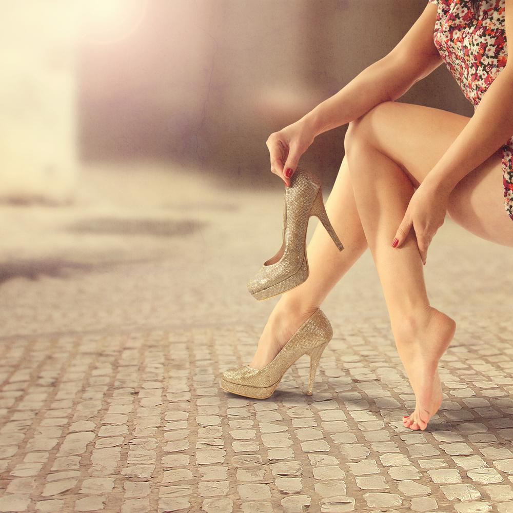 Контрастный душ и массаж голеней: как в жару бороться с варикозом и отеканием ног
